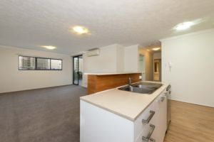 Standard Gabba Central Kitchen and living space- Woolloongabba